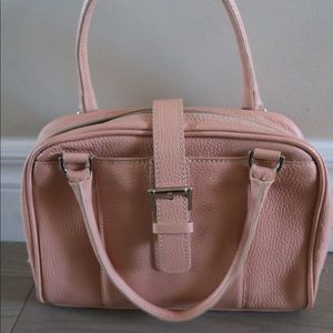 Guia's pink Italian leather handbag